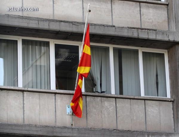photo of Започна поставянето на табели на албански език пред ключови институции в Македония