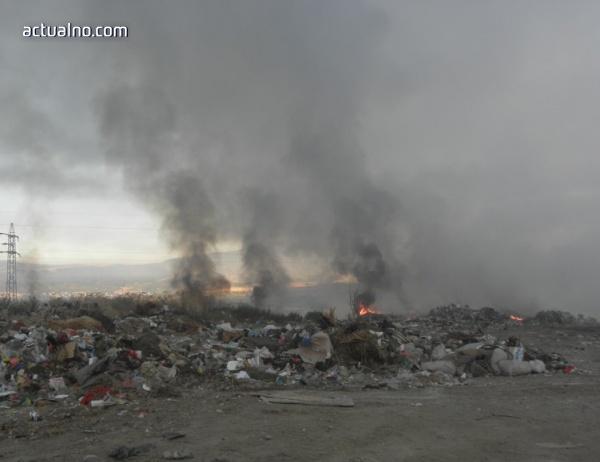 photo of Пожар в сметището на Симитли затруднява движението по път Е-79