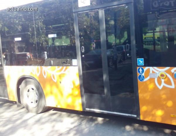 """photo of Петима пострадали след """"нелогична катастрофа"""" на автобус 74 в София"""