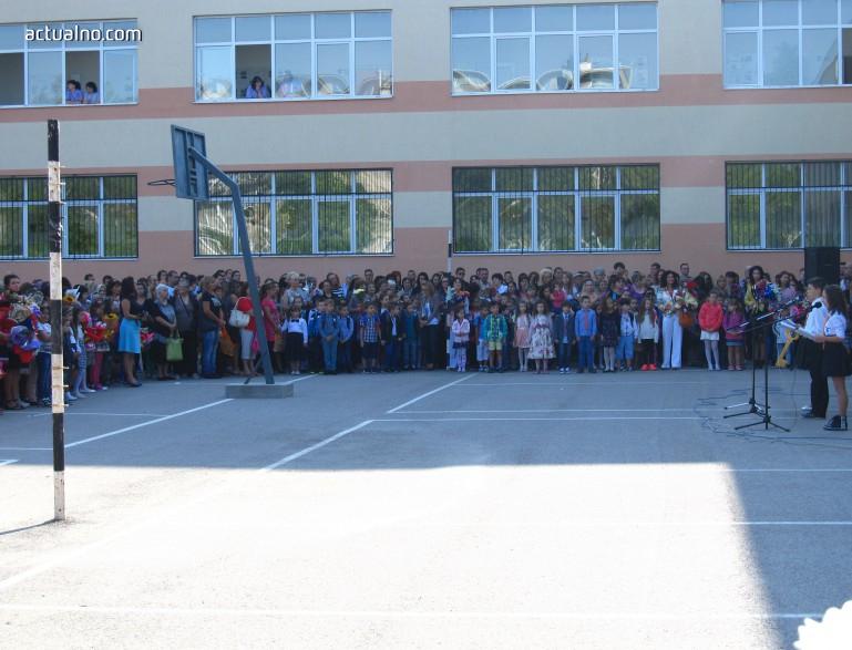 """photo of Ще ни разединяват ли още повече """"обединените"""" училища?"""