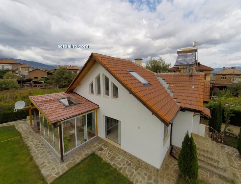 photo of Еднофамилна къща в полите на Пирин