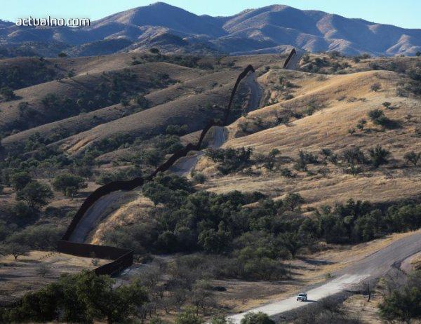 photo of САЩ започват да строят стената по границата с Мексико през лятото