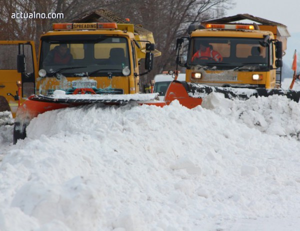photo of Над 600 машини чистят пътищата, силен вятър и снегонавявания в 4 области