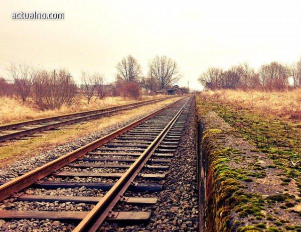 photo of Жена загина, след като влак помете кола на релсите