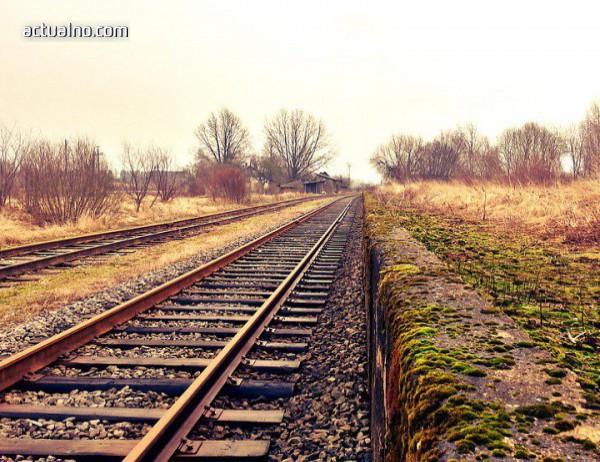 photo of Дерайлира пътнически влак Мездра - Враца. Няма пострадали