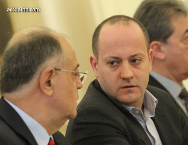 photo of Радан Кънев: Който иска гаранции, да стои извън политиката