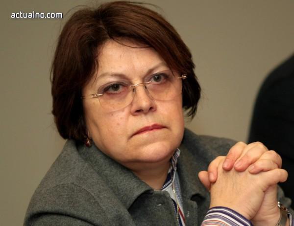 photo of Дончева: В политическата сфера неграмотните отиват към още по-неграмотни
