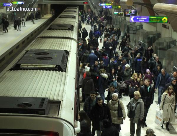 photo of Заради проблем с влак: Столичното метро спря за 10 минути