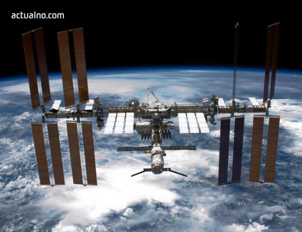 photo of Руски космонавт показа на света дупката в корпуса на МКС