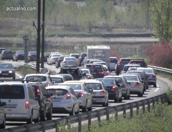 photo of 100 000 автмобила вече са напуснали София