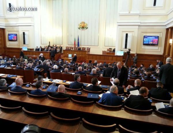 photo of Депутатите гледат ветото на президента върху Антикорупционния закон