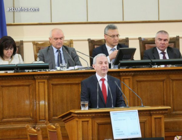 photo of Герджиков защити кадровата си политика пред депутатите - не била нищо ново
