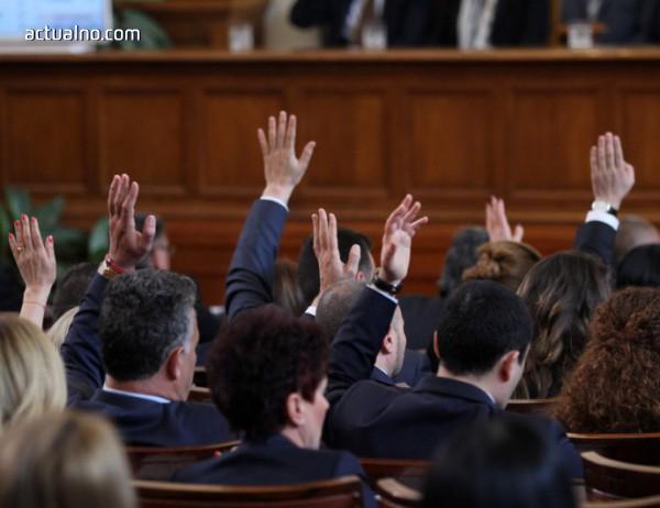 photo of Единодушно и без дебати депутатите намаляват административната тежест