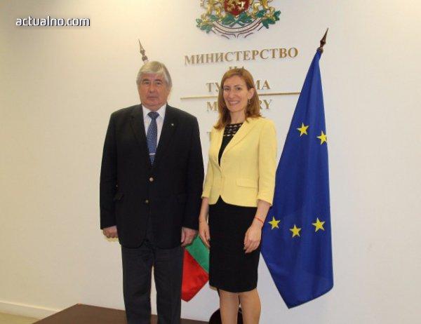 photo of Ангелкова и Макаров обсъдиха българо-руското сътрудничество в сферата на туризма