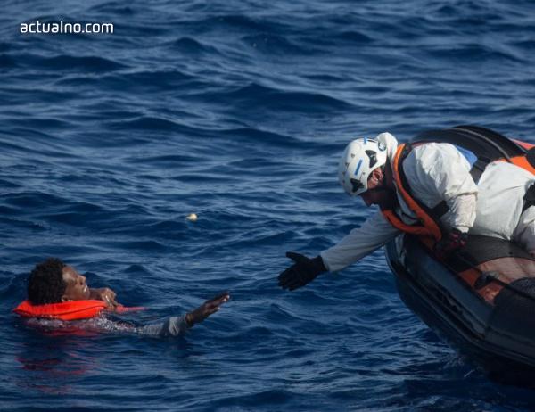 """photo of """"Лекари без граници"""" преустановява хуманитарна си мисия в Средиземно море"""
