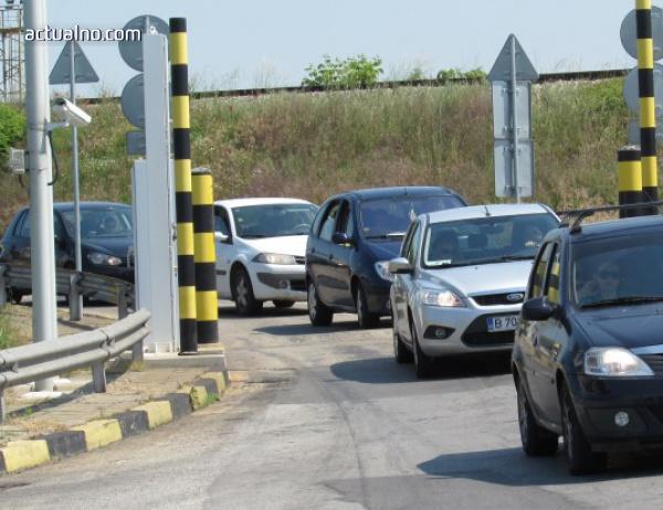photo of 2 км опашка от ТИР-ове има на Дунав мост, 1 км е колоната на Капитан Андреево