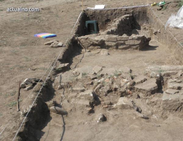 photo of Археолози съобщиха, че са открили гробното място на Св. Николай Чудотворец