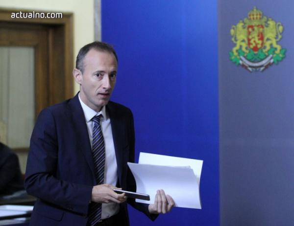 photo of В следващите четири години учителските заплати ще нарастват, обеща министърът