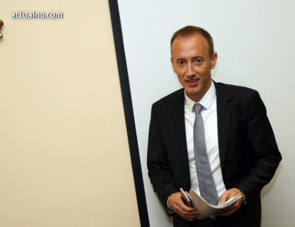 photo of Вълчев: Постепенно ще увеличаваме приема в профилираните паралелки