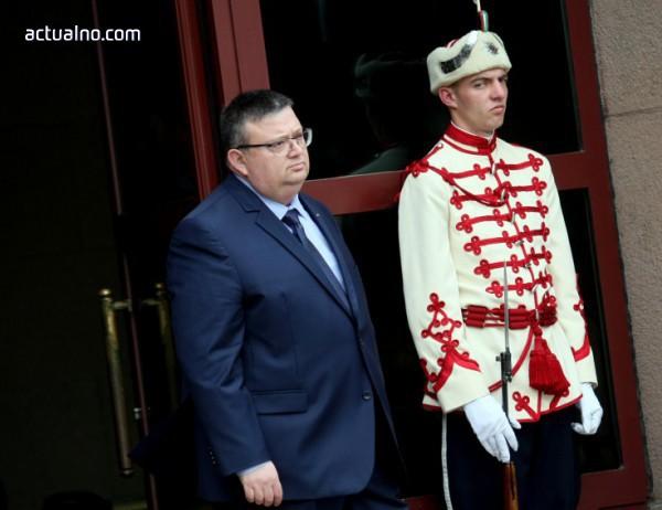photo of Г-н президент, като кажете Пеевски, кажете и Цацаров