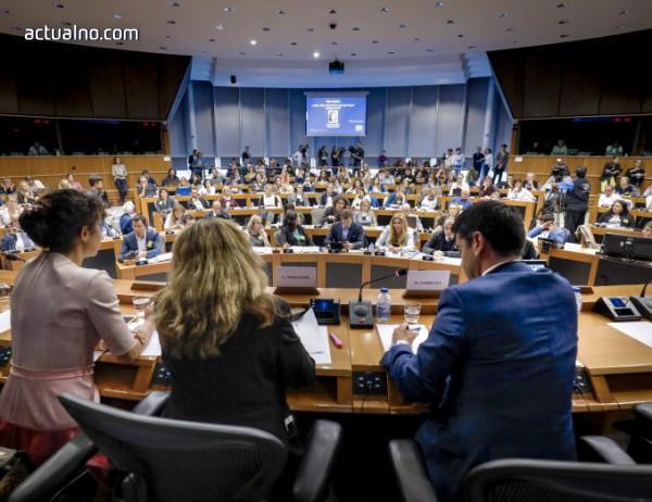 photo of Европарламентът отпусна 1 млд. евро финансова помощ за Украйна