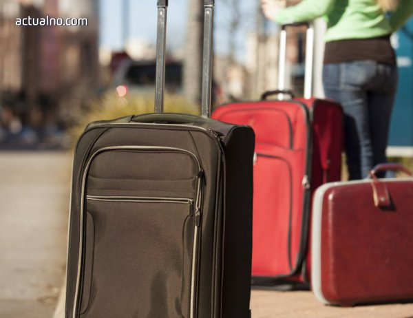 photo of Проверяват сигнал за изоставен куфар на летище София