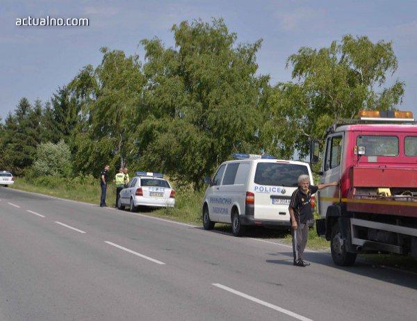 photo of Патрулка се заби в нива край Осенец, двама полицаи пострадаха (СНИМКА)