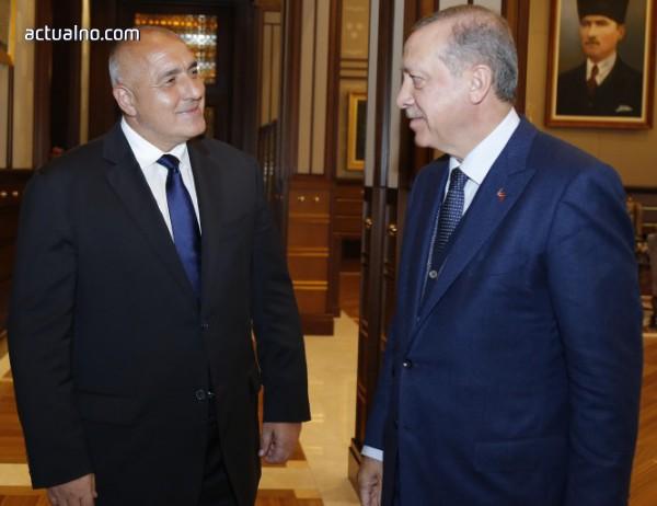 """photo of Нямаме друга поза пред Ердоган освен """"партер"""""""