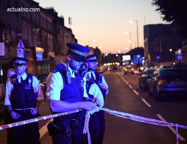 photo of Имам спаси от линч атентатора от джамията в Лондон, нападателят се подиграва на хората (ВИДЕО)