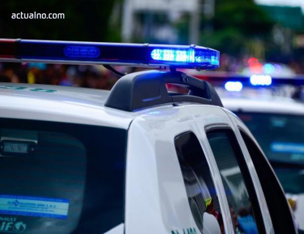 photo of Полицейски бус мина на червено и отнесе две таксита във Варна