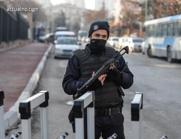 photo of Задържаха 31 души за предполагаеми връзки с ПКК в Истанбул
