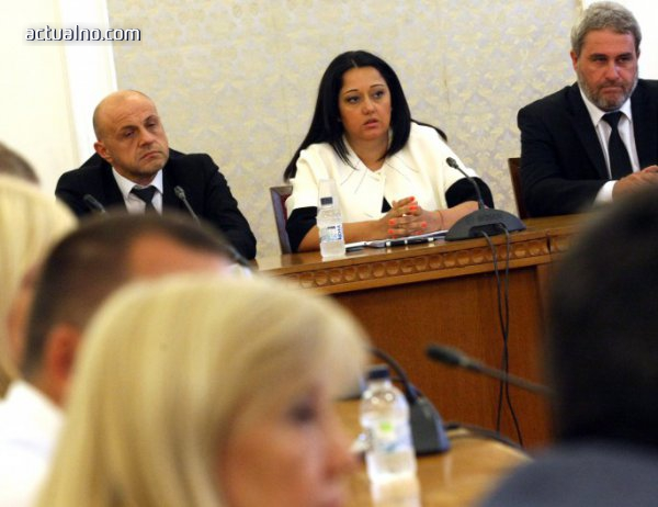 photo of Павлова: Три поръчки за НДК са съмнителни, но се изпълняват