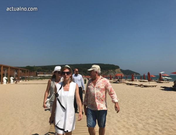 """photo of Ангелкова: Не бяха открити нарушения на морски плаж """"Вая"""""""