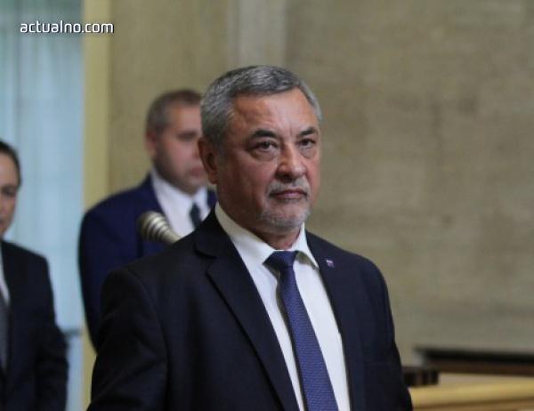 photo of Симеонов: Трябва да решим дали ще продължаваме да рушим туризма с актове на министерството
