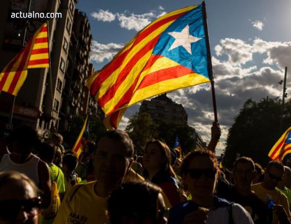 photo of Каталунци окупират избирателни секции, за да не бъдат запечатани