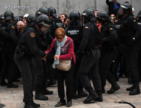 photo of Испанското правителство започва да изтегля полицейските подкрепления от Каталуния