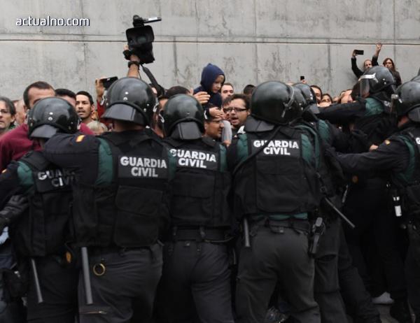 photo of Полицията използва гумени куршуми срещу протестиращи в Каталуния (Видео)