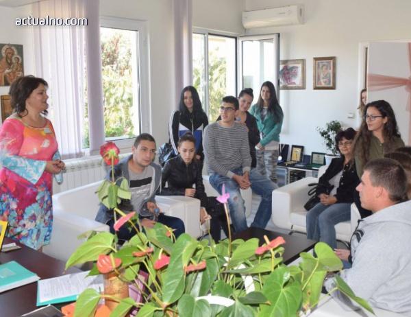 photo of Кметът на Ивайловград покани ученици в кабинета си по случай Деня на българската община