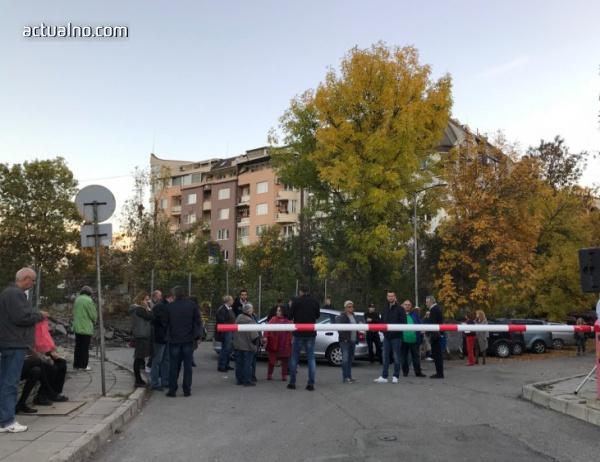 """photo of Жителите на столичния кв. """"Стрелбище"""" излязоха на пореден протест"""