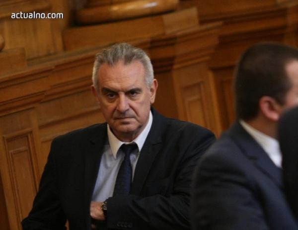 photo of Депутат от Патриотите нарече ДПС хлебарки и се закани да ги смачка
