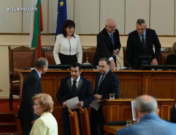 photo of Управляващи и опозиция се захапаха при обсъждането на Закона за личната помощ