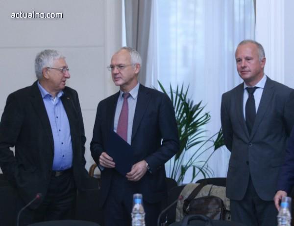 photo of Работодателите обвиниха управляващите в тайни преговори за промените в осигуряването