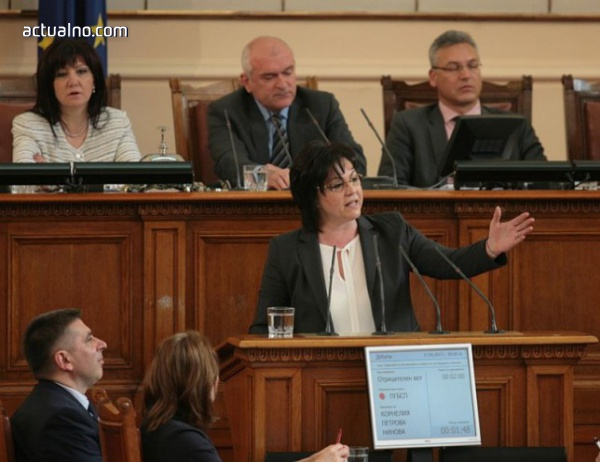 """photo of Заплашиха да изгонят Нинова от зала заради """"Борисов е страхлив"""""""