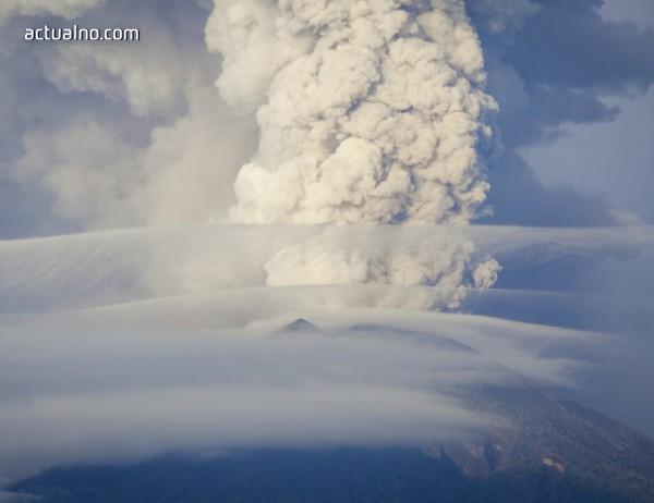 photo of Вулкан изригна в Япония (СНИМКИ)