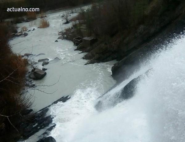"photo of ""Горубсо Златоград"" коригира коритото на река Ерма, за да намали замърсяването"