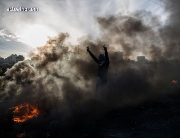 """photo of Стотици ранени палестинци след поредния """"ден на гнева"""""""