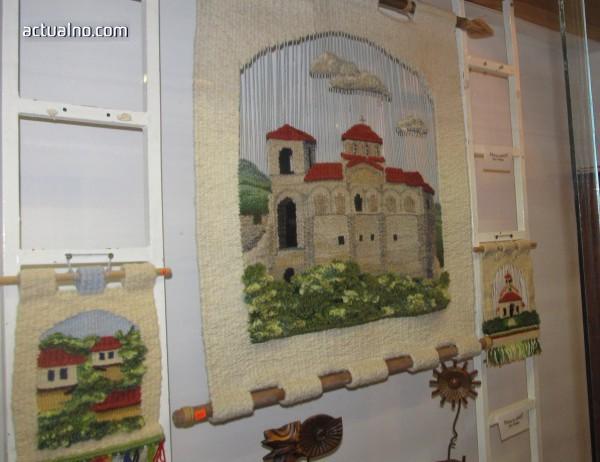 photo of Тъкани пана и автентични плетива са събрани в изложба (СНИМКИ)
