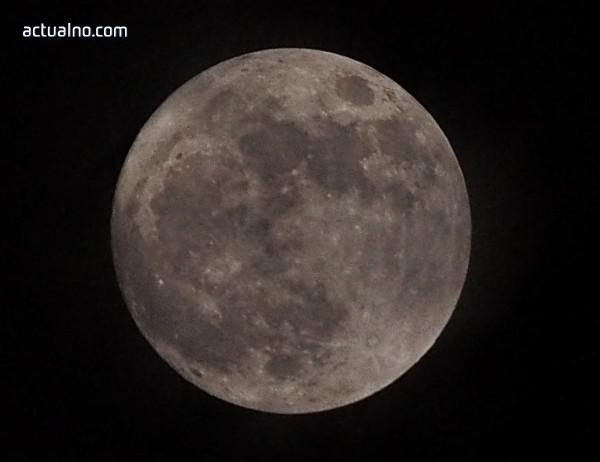 photo of Новата 2018-та стартира с най-красивата и ярка Супер Луна (СНИМКИ)