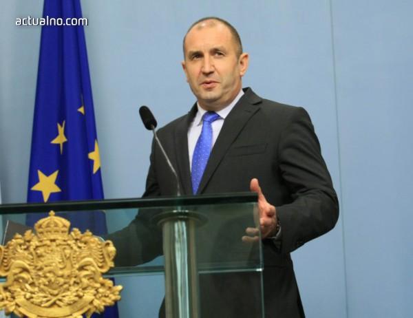 photo of Радев подписва указа за Маринов, но след като се върне от Латвия