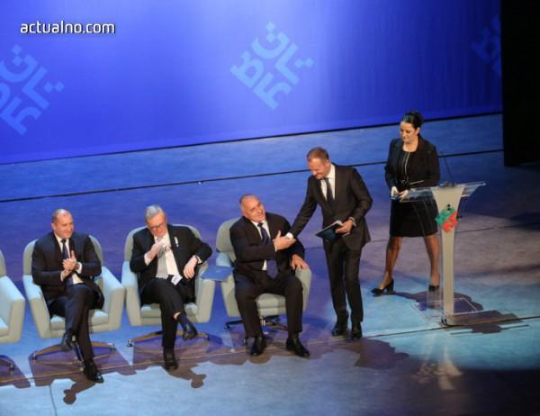 photo of Доналд Туск показа впечатляващо уважение към България - с реч изцяло на български